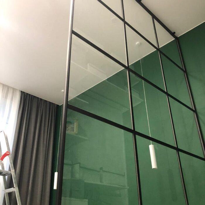 Стеклянная зонирующая панель